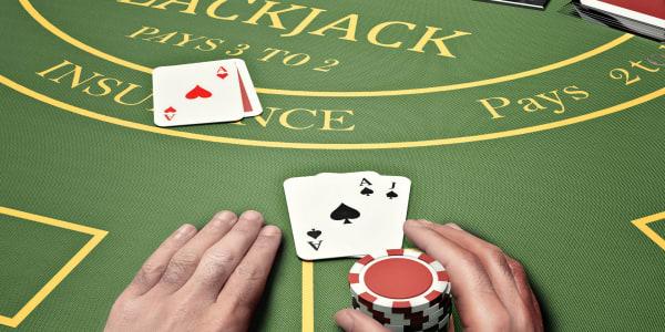 Ziniet atšķirību: Blackjack pret pokeru!